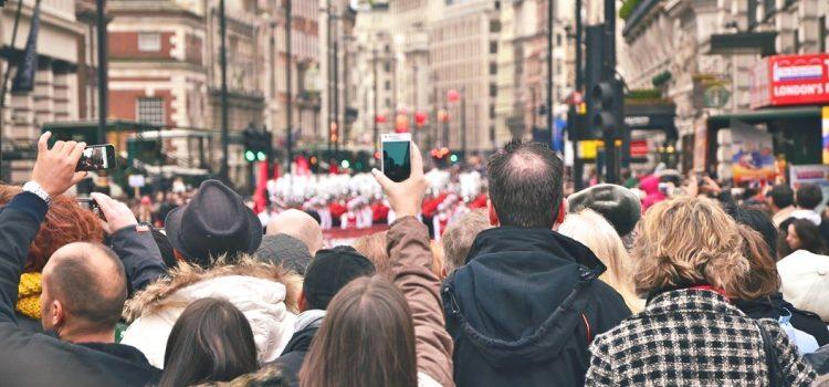 اگر میخواهید دادههای بیشتری از شبکههای اجتماعی استخراج کنید، مانند انسانشناسان فکر کنید.
